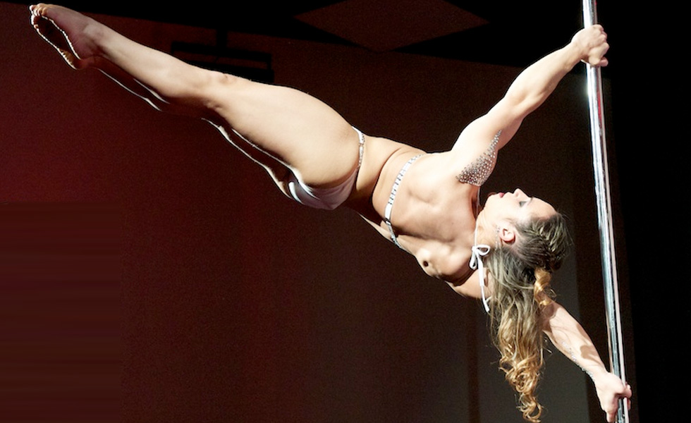 Rafaela Montanaro - Pole Dancer