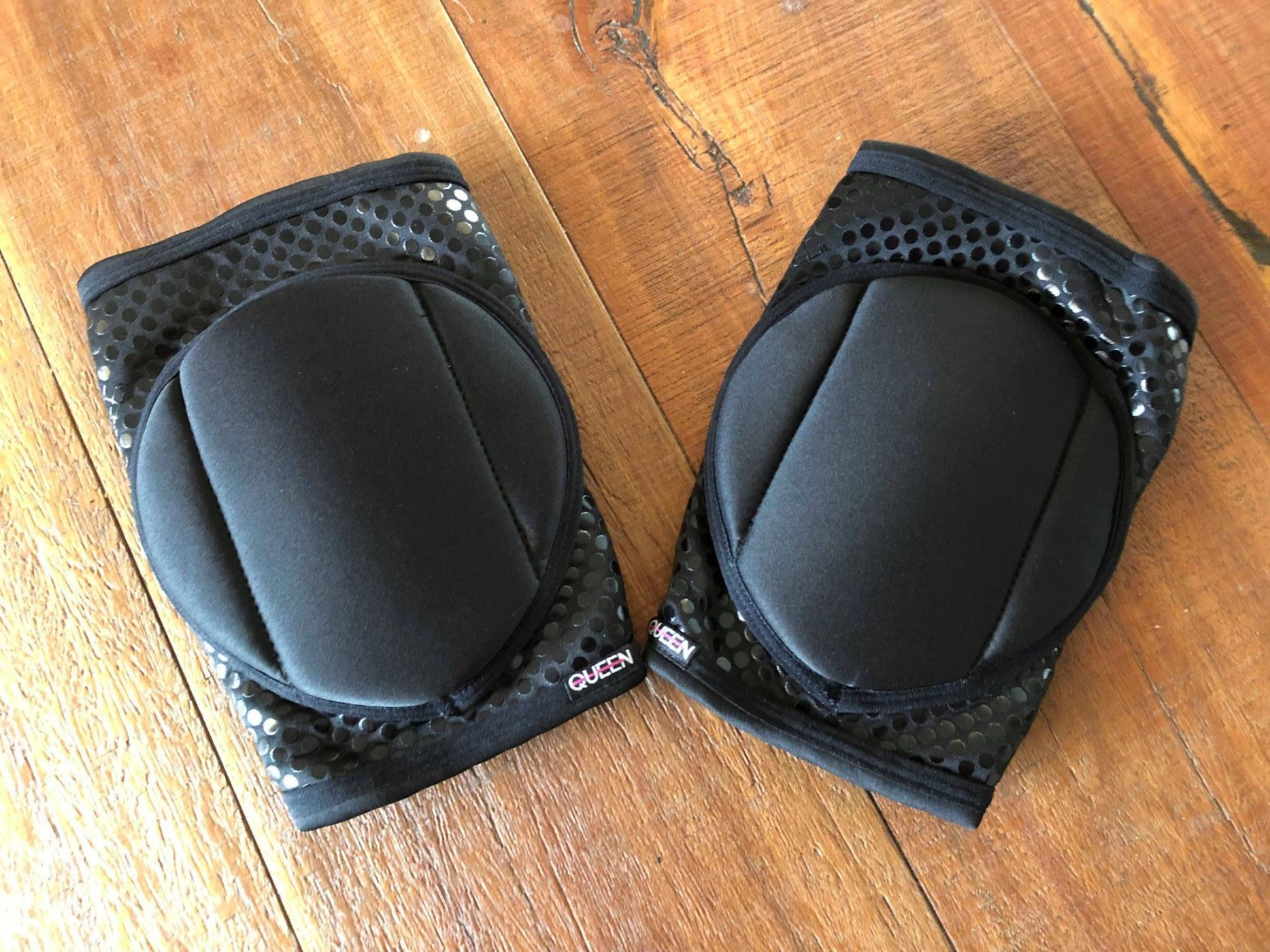 QUEEN Grip Knee Pads Black